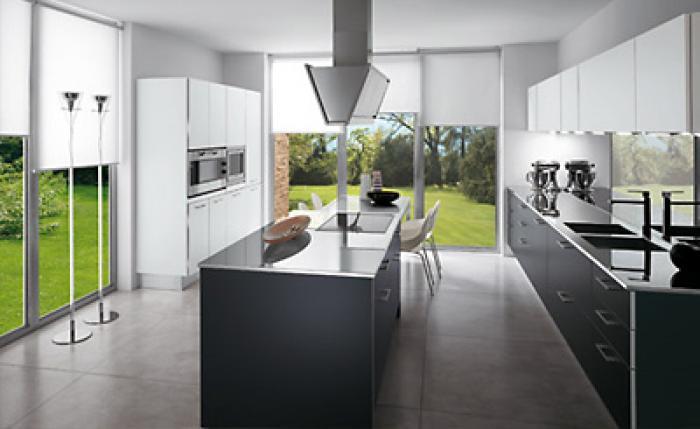 Moderne keukens worden vandaag kant en klaar geleverd en geplaatst ...